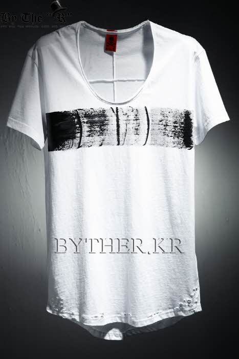 ByTheR Custom Center Paint Loose Neck Line T-shirt