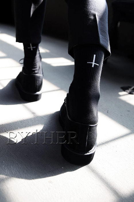 ByTheR Embroidery  Cross Socks