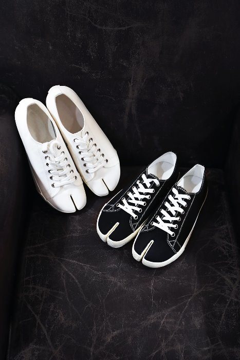 Byther Casual Canvas Tabi Sneakers