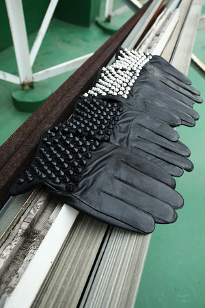Maximus Stud Leather Gloves