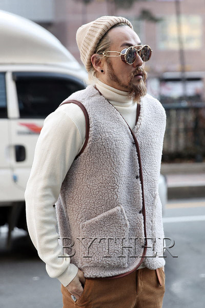 Out Pocket Fleece Vest