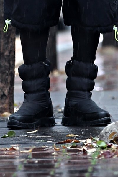 Black Padded Fleece Boots
