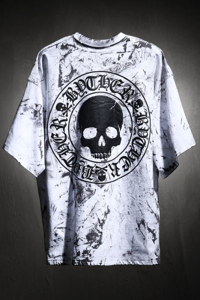 ByTheR Custom Rough Painting Skull Logo Embossed Loose Fit T-Shirt White