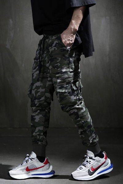 Camo pattern zipped pocket jogger trousers